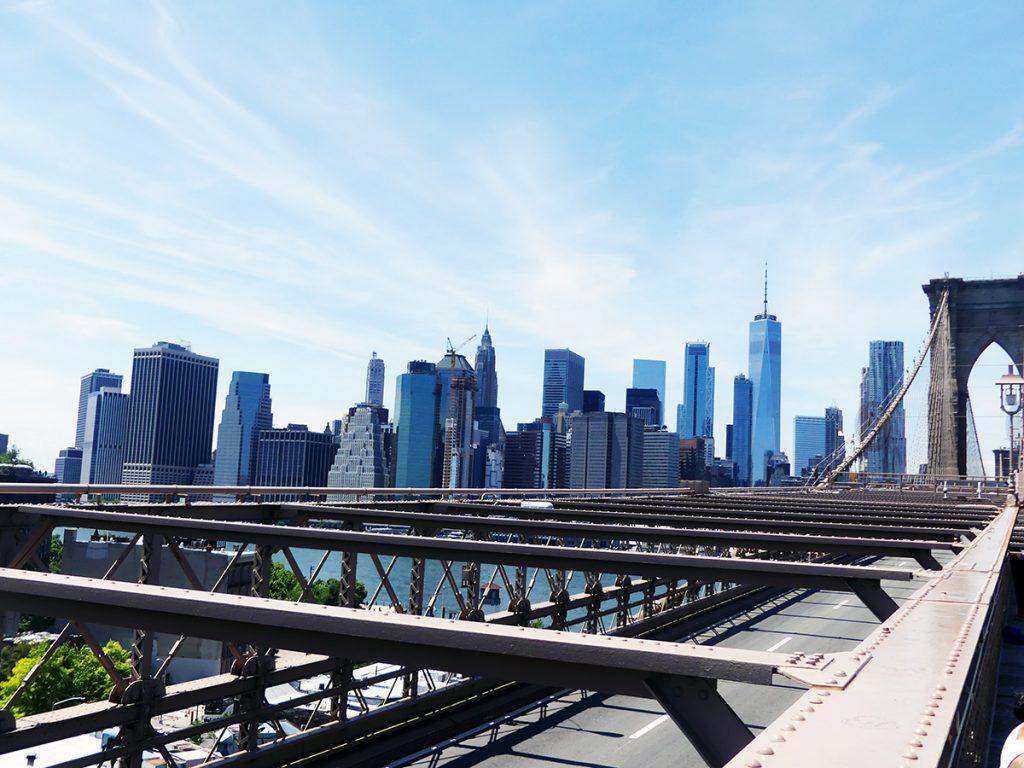 En esta foto se observa las vistas del Skyline más famoso de nueva York, concretamente el puente de Brooklyn