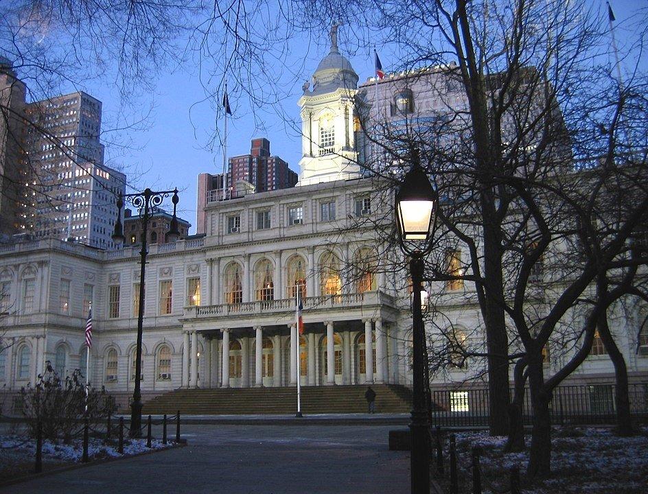 Ayuntamiento de Nueva York vista de noche
