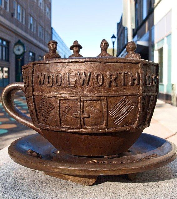 Se observa la taza de Woolworth, Nueva York imagen típica del pueblo newyorquino