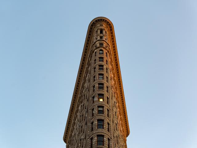 Se observa la fachada del edificio Flatiron de Nueva York
