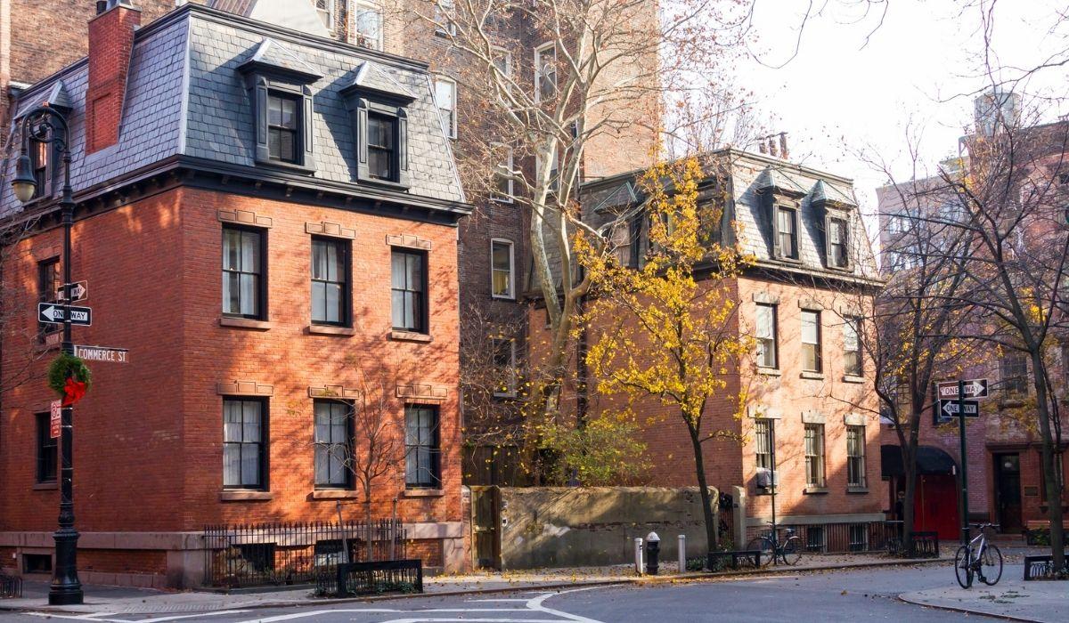 Se visualizan los edificios típicos en Greenwich Village Nueva York