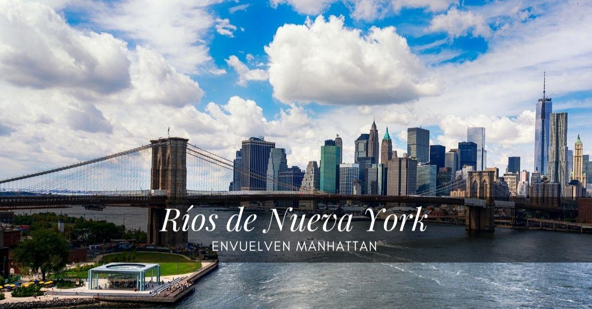 Se observa el Skyline de Nueva York detrás de los Ríos de Nueva York de Manhattan