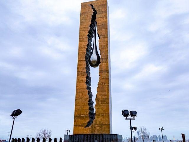 Se Observa el Tear Drop Memorial de Nueva York