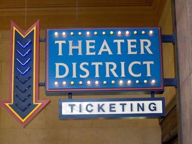 Cartel del Theater District en Nueva York